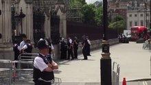 Londra'da güvenlik alarmı! Parlamentoya giriş çıkışlar kapatıldı