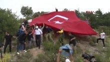 Kılıçdaroğlu tepeden inerken ayağı kayarak düştü