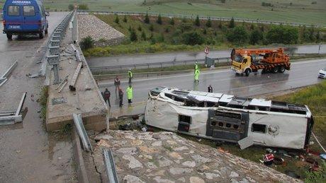 Çorum'da yolcu otobüsü köprüden alt yola düştü: 48 yaralı