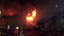 İstanbul Arnavutköy'deki deri fabrikasında yangın çıktı