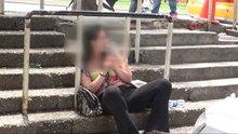 Taksim'de bonzai içen kadının içler acısı hali