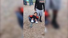 Oyun parkında dünyası dönen çocuk