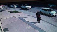 Güvenlik görevlisini boğazına silah dayayıp bankayı soydu