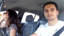 Arabada makyaj yapan kız arkadaşına böyle şaka yaptı