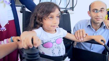 Haluk Levent'ten sosyal medyada gördüğü engelli kız çocuğuna bayram sürprizi