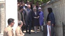 Cumhurbaşkanı Erdoğan, mezarları ziyaret etti