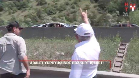 Kılıçdaroğlu'ndan adalet yürüyüşünde bozkurt işareti