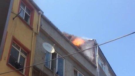 Bayrampaşa'da çatı yangını