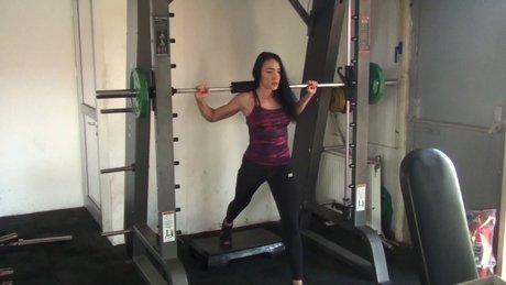 Milli sporcu Selin Nalıncı'nın squat çalışmaları (ARŞİV)