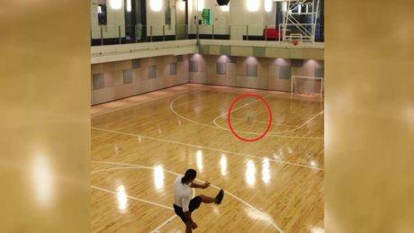 Nusret ayakla basket attı