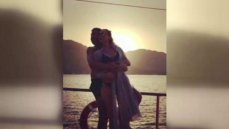 Petek Dinçöz ile eşinden romantik kutlama