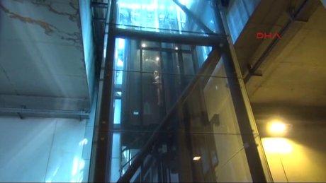 Taksim Metrosu'na inen asansörde 6 kişi mahsur kaldı