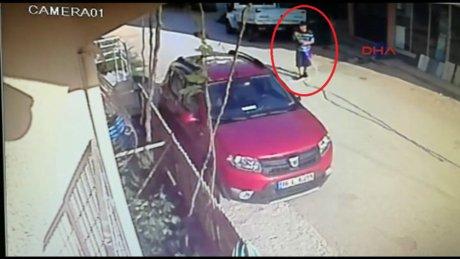 Çaldığı araç arıza yapınca mahalleliden yardım istedi