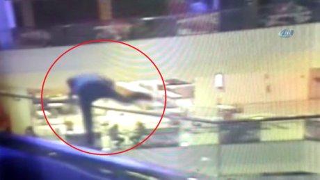 Bursa'da bir kişi AVM'de 3. kattan ölüme  atladı
