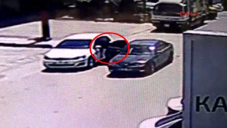 Konya'da park halindeki araçtan 10 saniyede 55 bin lira çaldılar