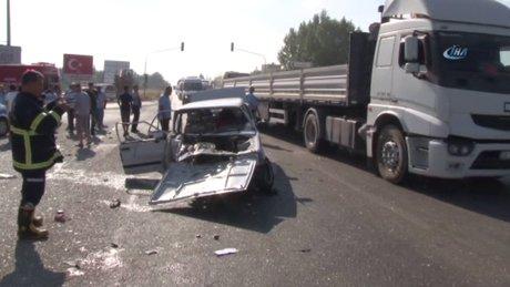 Adana'da otomobiller kafa kafaya çarpıştı: 2'si çocuk 10 yaralı