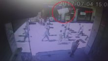 Beyoğlu İstiklal Caddesi'nde havadan yalıtım malzemesi düştü
