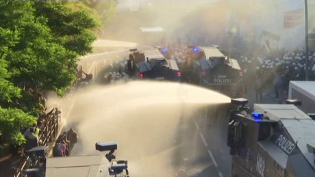 Hamburg'da G20 protestosuna polis müdahalesi