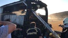 Afyonkarahisar'da tur otobüsü seyir halindeyken yandı