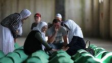 Srebrenitsa'da 71 kurbanın tabutları Potoçari Anıt Mezarlığı'na taşındı