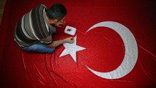 Suriyeli Hasan Massri, 325 bin kristal camla Türk bayrağı yaptı
