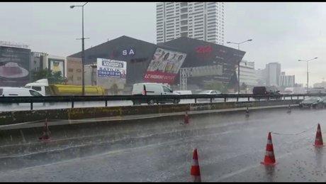 İstanbul Bağcılar'da yağmur başladı