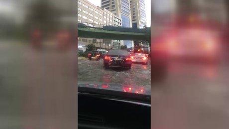 İstanbul Mecidiyeköy'ü sel bastı