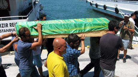 Ege'deki depremde hayatını kaybetmişti! Cenazesi Türkiye'ye getirildi