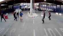 İspanyol polisi saldırgana böyle karşı koydu