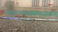İstanbul Taksim'de dolu yağdı