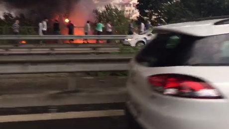 Kağıthane'de yıldırım düşmesi sonucu yangın çıktı