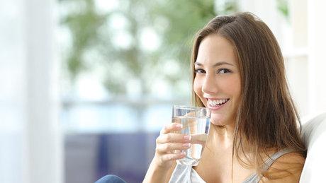 Aç karnına su içmenin faydaları!