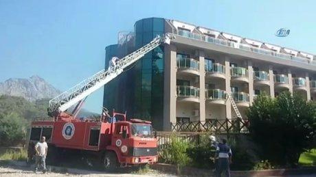 Antalya Kemer'de otel yangını