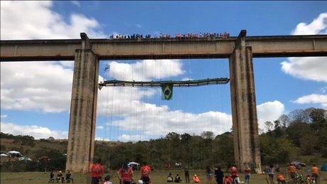 Brezilya'da askıda rekor denemesi