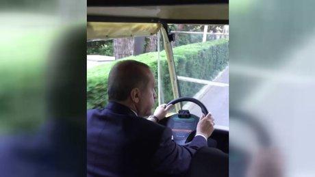 Cumhurbaşkanı Erdoğan golf arabası sürdü
