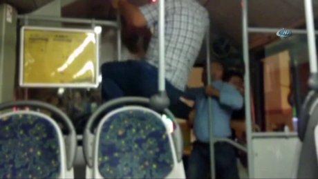 Otobüs şoförüne tekme tokat saldırdı!