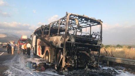 Sakarya'da yolcu otobüsü alev alev yandı