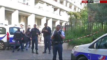 Paris'te devriye gezen askerlere araçlı saldırı
