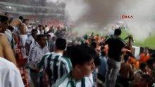 Konyaspor taraftarı yangın tüpü ile kupa sevinci yaşadı!