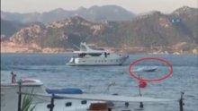 Kaptanı denize düşen bot sahilde korku dolu anlar yaşattı
