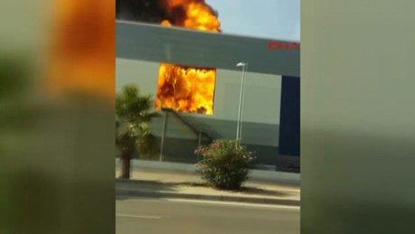 İzmir'de AVM yangını