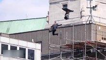 Tom Cruise film çekimi sırasında yaralandı