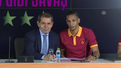 Galatasaray yeni yıldızları için imza töreni düzenledi
