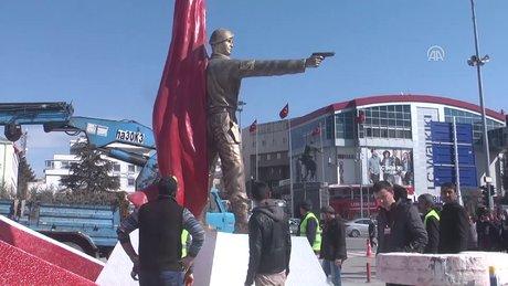 Ömer Halisdemir'in heykeli değiştiriliyo