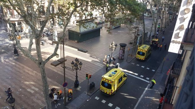 Barcelona'da bir araç kalabalığın arasına daldı, yaralılar var