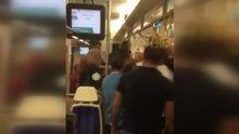 İzmir'de trende bıçaklı dehşet kamerada