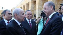 Anıtkabir'de Cumhurbaşkanı Erdoğan ile Devlet Bahçeli tokalaşması