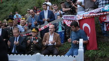 İçişleri BakanıSüleyman Soylu, Eren Bülbül'ün kabrini ziyaret etti