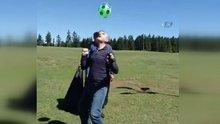 İçişleri Bakanı Soylu kafasında top sektirdi
