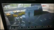 İstanbul'da servisçilerin okul bahçesindeki silahlı kavgası kamerada